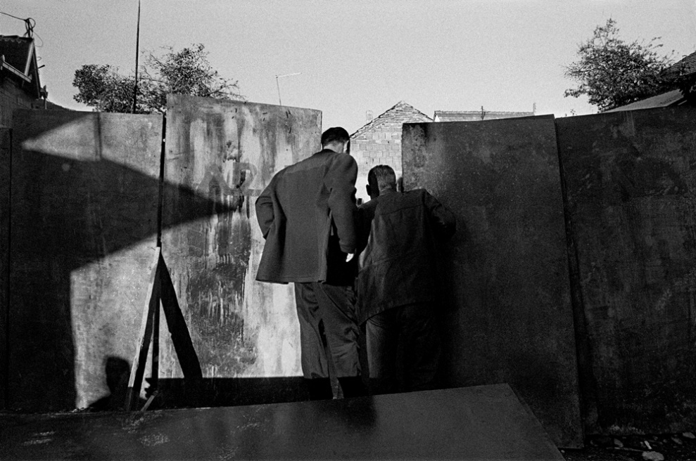Art and Documentary Photography - Loading 09 Prolaz_Macedonia,Skopje 2004.jpg
