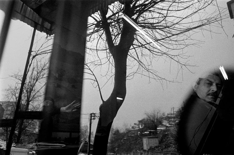 Art and Documentary Photography - Loading 028 Prolaz_Turchia,Istanbul 2003.jpg