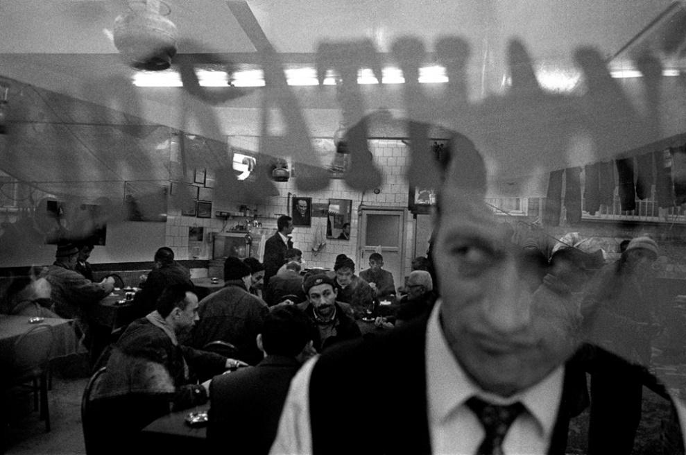 Art and Documentary Photography - Loading 032 Prolaz_Turchia,Istanbul 2003.jpg