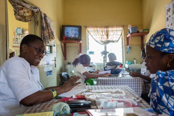 A nurse counsels a pregnant woman in Adeoyo maternity hospital, Ibadan.