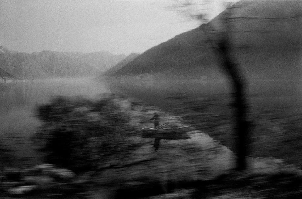 Art and Documentary Photography - Loading 036 Prolaz_Montenegro bay 2011.jpg