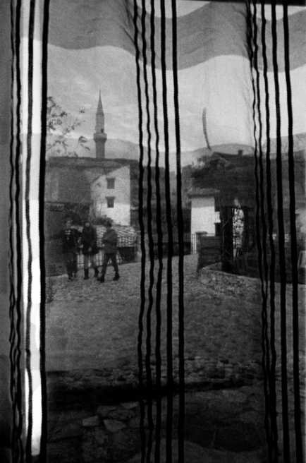 Art and Documentary Photography - Loading 045 Prolaz_Herzegovina,Mostar 2011.jpg