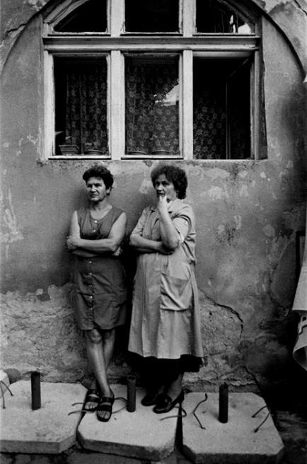 Art and Documentary Photography - Loading 052 Prolaz_  Romania,Bucarest 2006.jpg