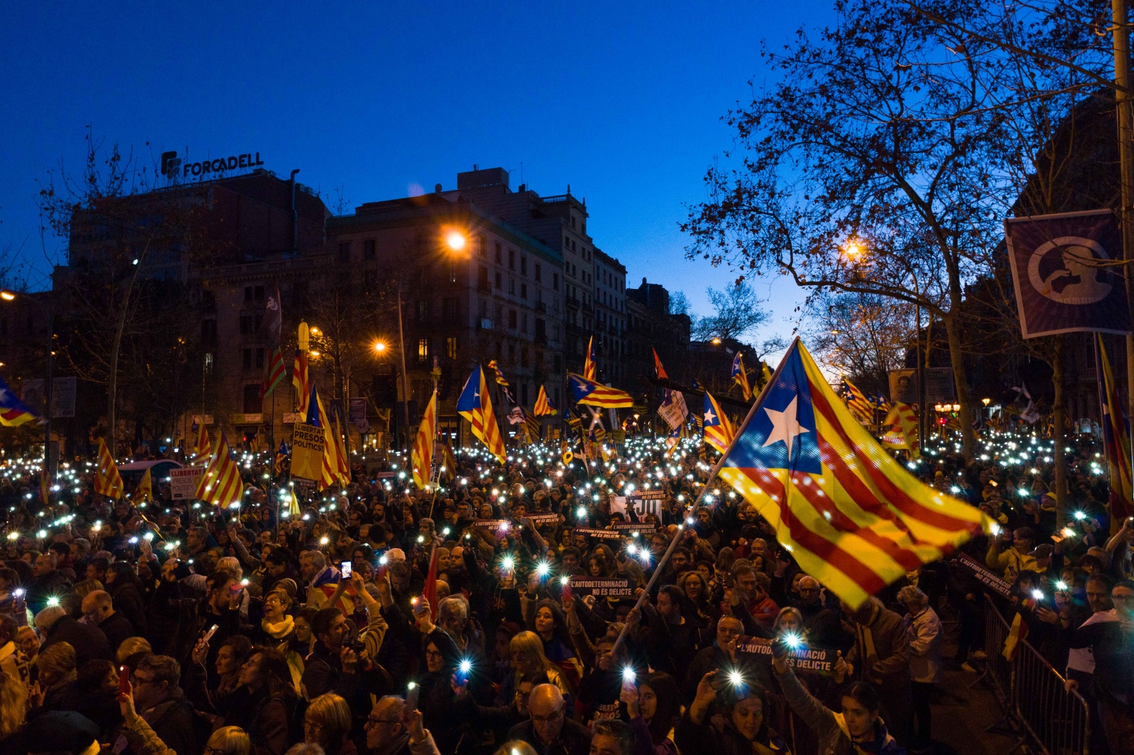 """Demonstration against the trial of the imprisoned Catalonian separatist leaders. Numerous protesters from all over Catalonia took to the streets to protest for the liberation of the """"political prisoners"""" and the right to self-determination. Barcelona, February 16, 2019."""