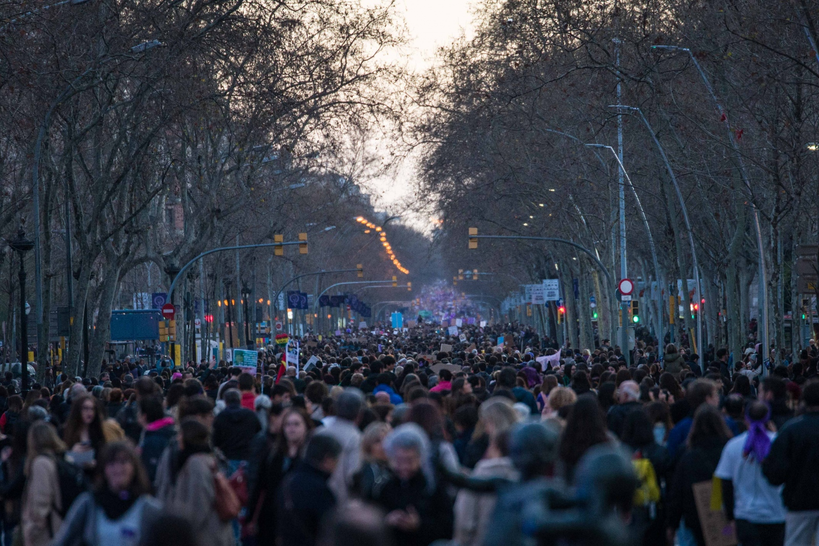 Around 200.000 people filled Barcelona's Gran Via on the evening of International Women's Day. The day was also a strike day for female workers in Spain: nationwide, around 6 million women participated in the strike. Barcelona, March 8, 2019.