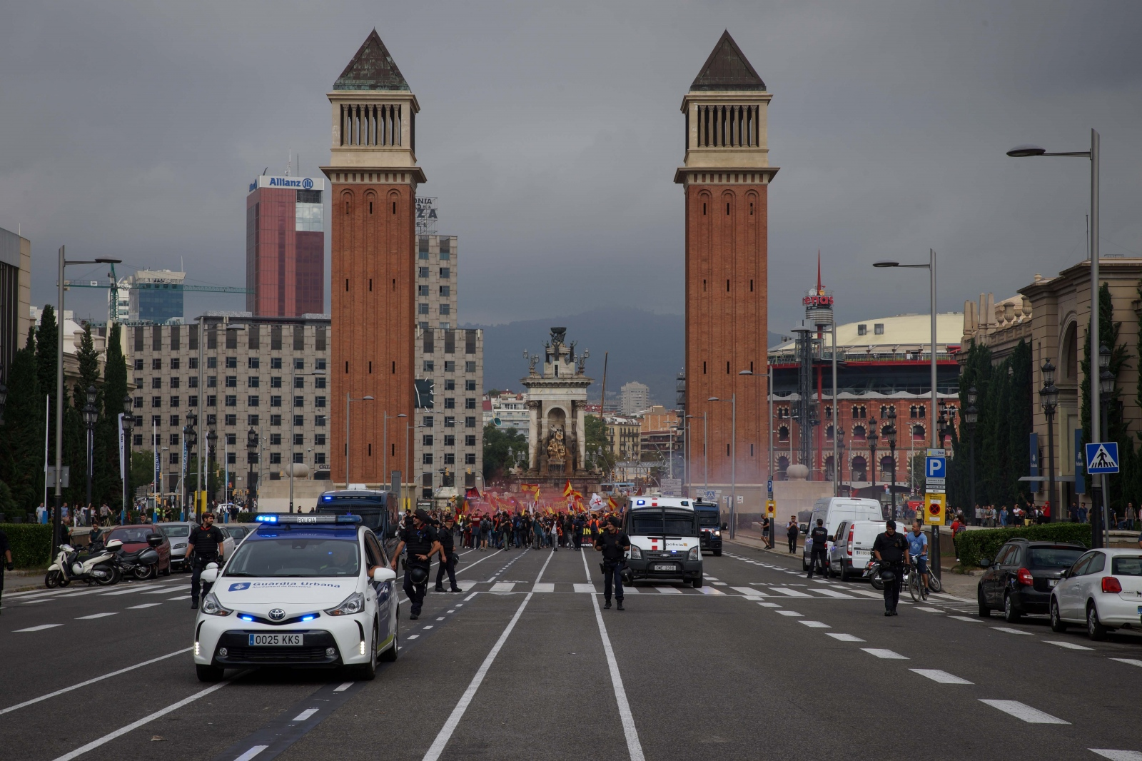 Spanish fascists march from Plaça Espanya to Montjuïc for their annual meeting on the Spanish national holiday. Barcelona, October 12, 2018.