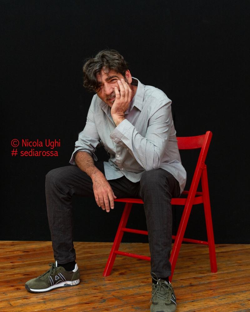 Il cantautore Bobo Rondelli, fotografato a Livorno, presso il Nuovo Teatro delle Commedie