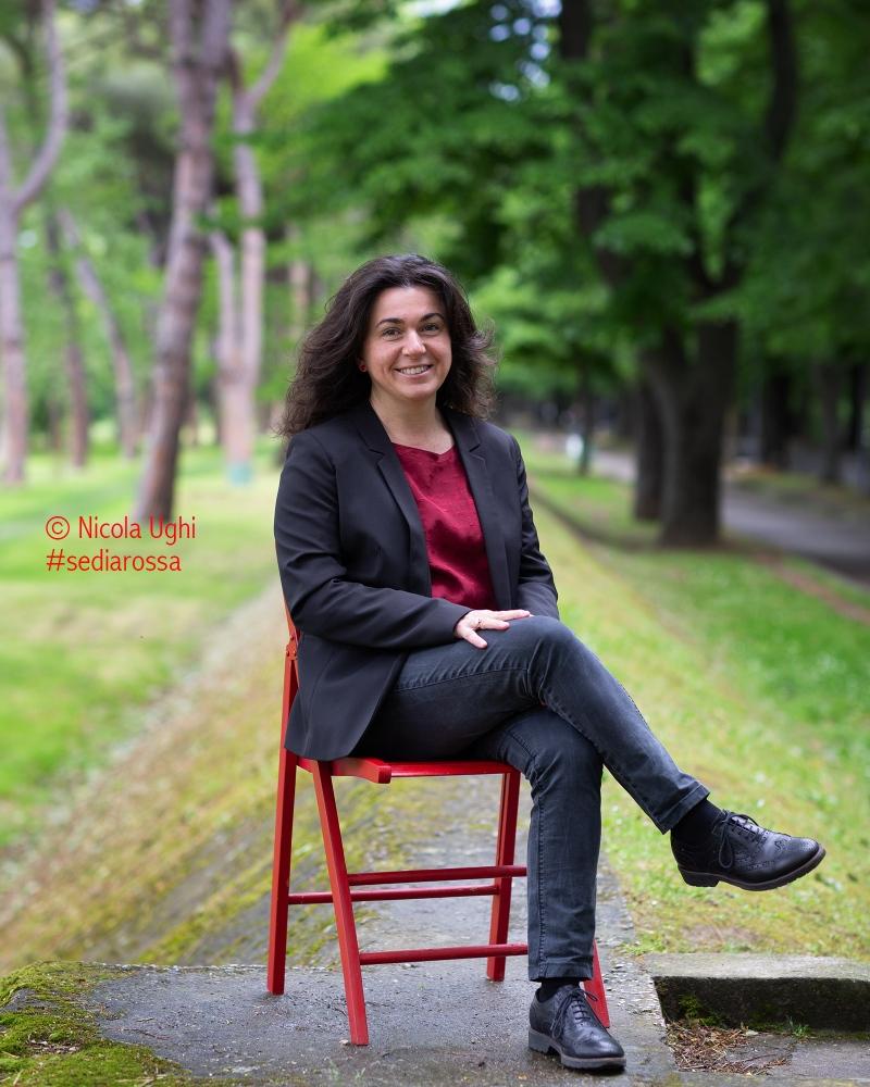 """La scrittrice e giornalista Silvia Volpi, autrice del libro, edito da Mondadori, """"Alzati e Corri Direttora"""". Giallo ambientato a Pisa."""