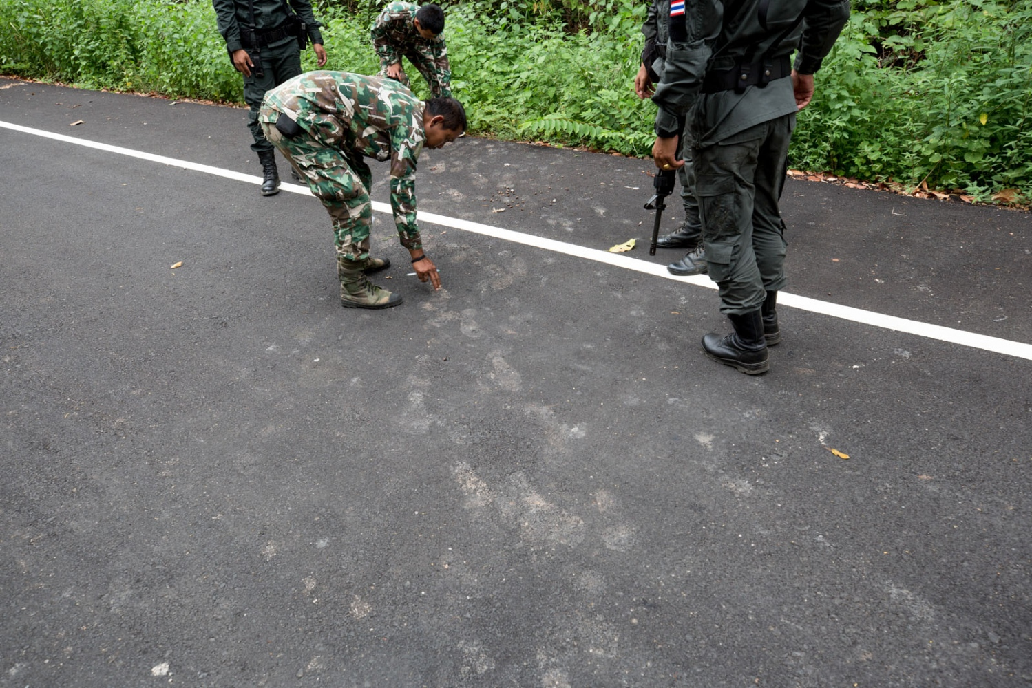 Thai forest rangers and border patrol police inspect tracks only a few days old made by a group of Cambodian loggers who crossed over the border in to Thailand to dig up the roots of felled rosewood trees. Sa Kaew Province - June 2018