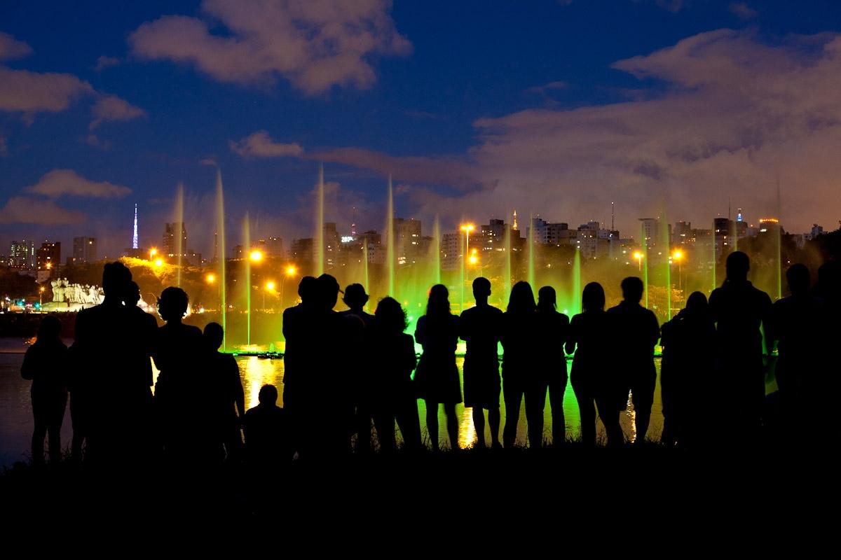 Fonte do Ibirapuera iluminada para o Natal / Illuminated Ibirapuera fountain for Christmas
