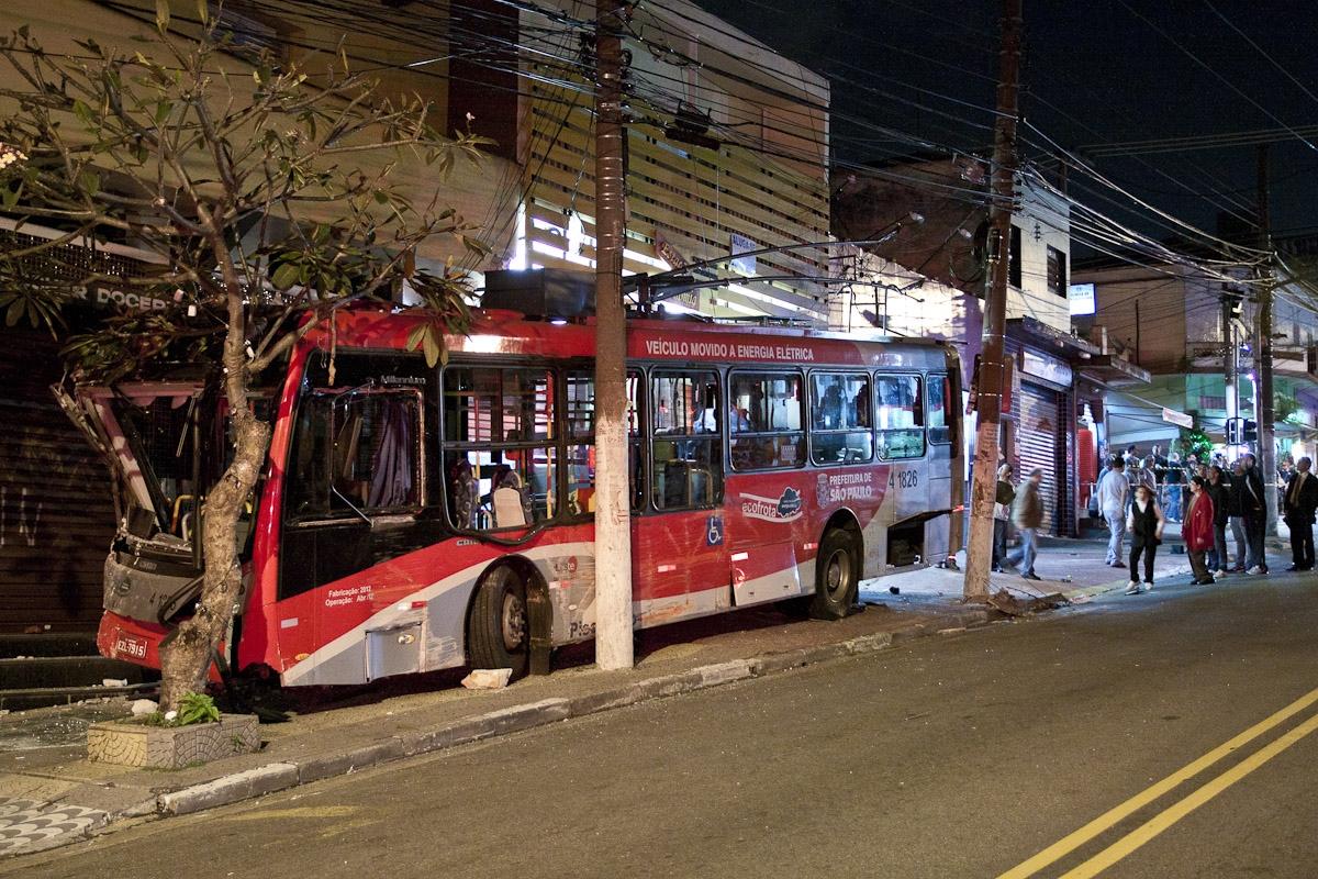Acidente com ônibus / Bus accident
