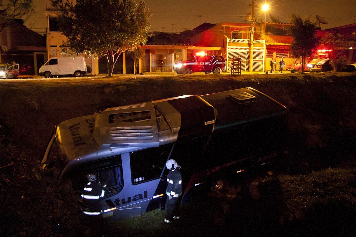 Acidente com mini-ônibus em Guarulhos / Mini-bus accident in Guarulhos