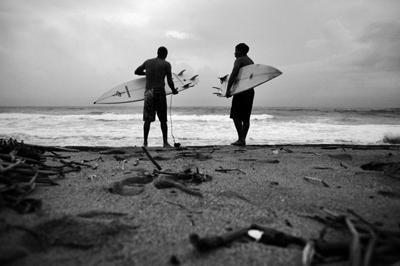 while we surf: el subi