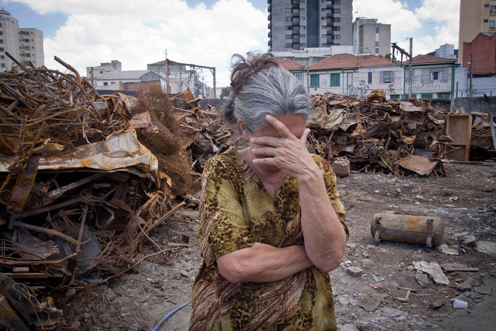 Moradora da favela do Moinho após incêndio / Resident of the Moinho favela after fire
