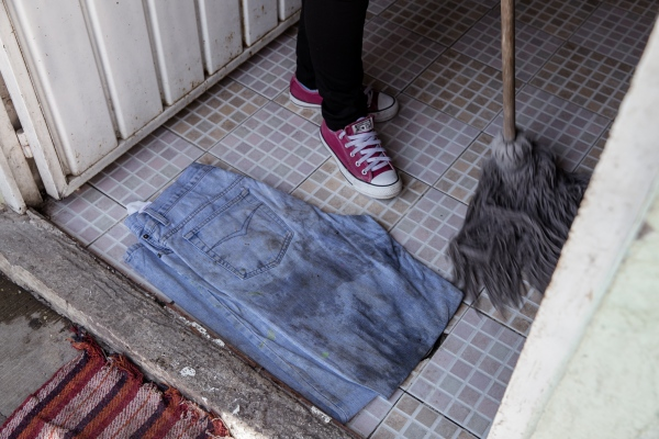 "Inside the shelters, everything serves a purpose, sometimes more than once. Here is an old pair of jeans being used as a ""jerga"" (rag). Tlaxcala, 2018."