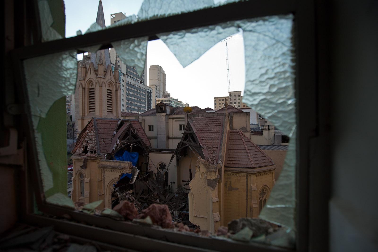 Prédio que desabou afeta estruturas vizinhas / Building that collapsed affects neighboring structures