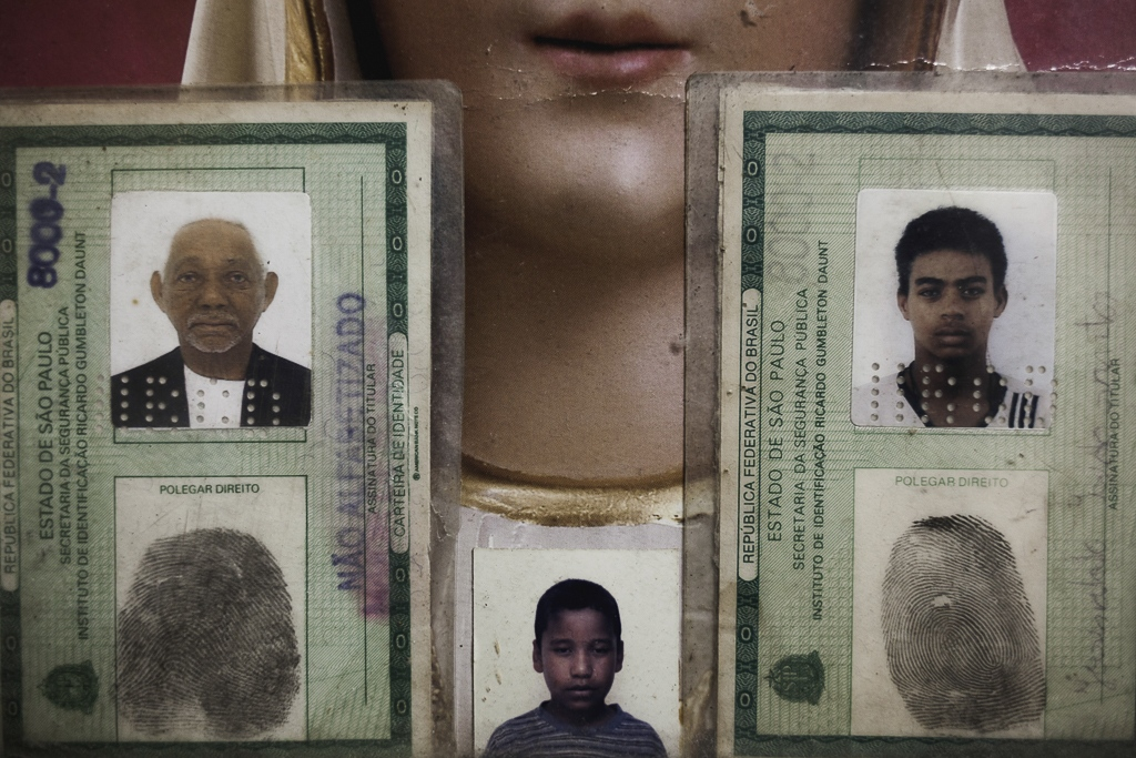 A small collection of families IDs and portraits, in an attempt to keep these spaces as much as human and personalized, can be.