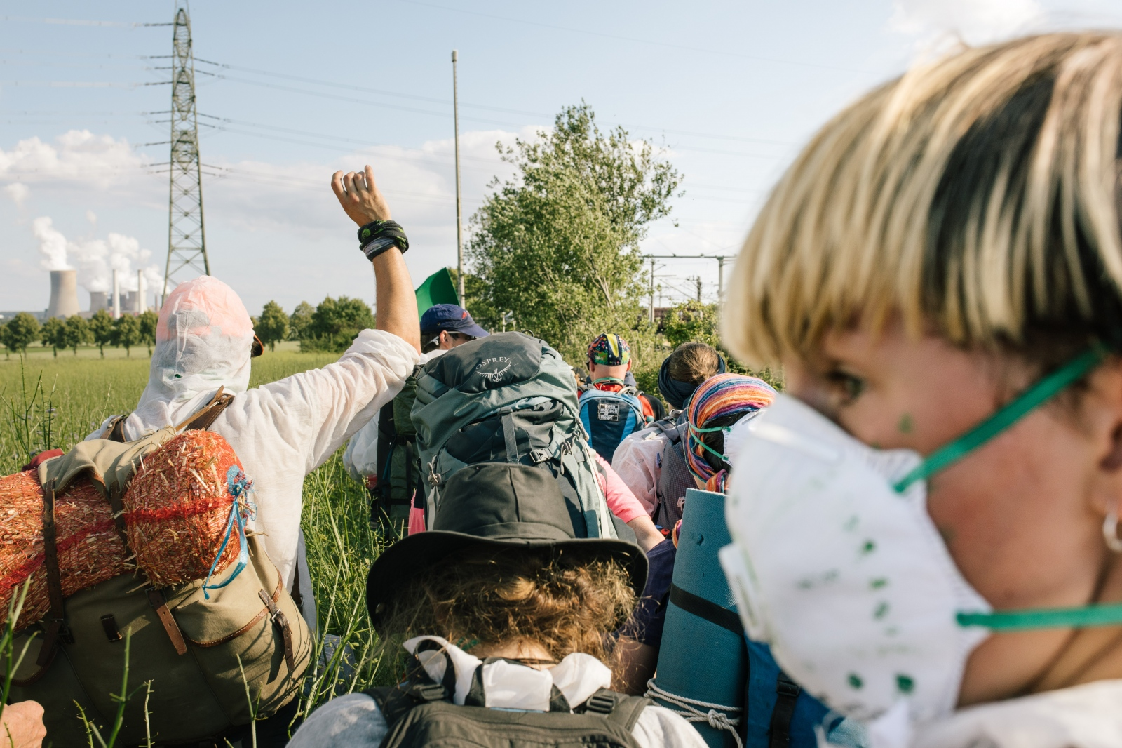 A group of Ende Gelände activists moves towards the rails of the coal-train to block these. 06-21-2019