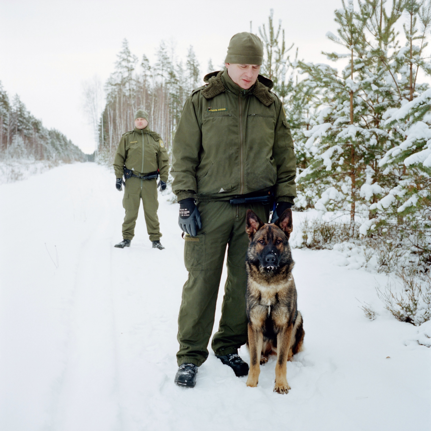 At the Estonian-Russian border, the Värska unit border guards walk 10 km along the border with a dog trained to detect any suspicious footsteps from an illegal trespassing. Before 1991, the whole Setoma was united, either under the USSR, Estonia or Russia.