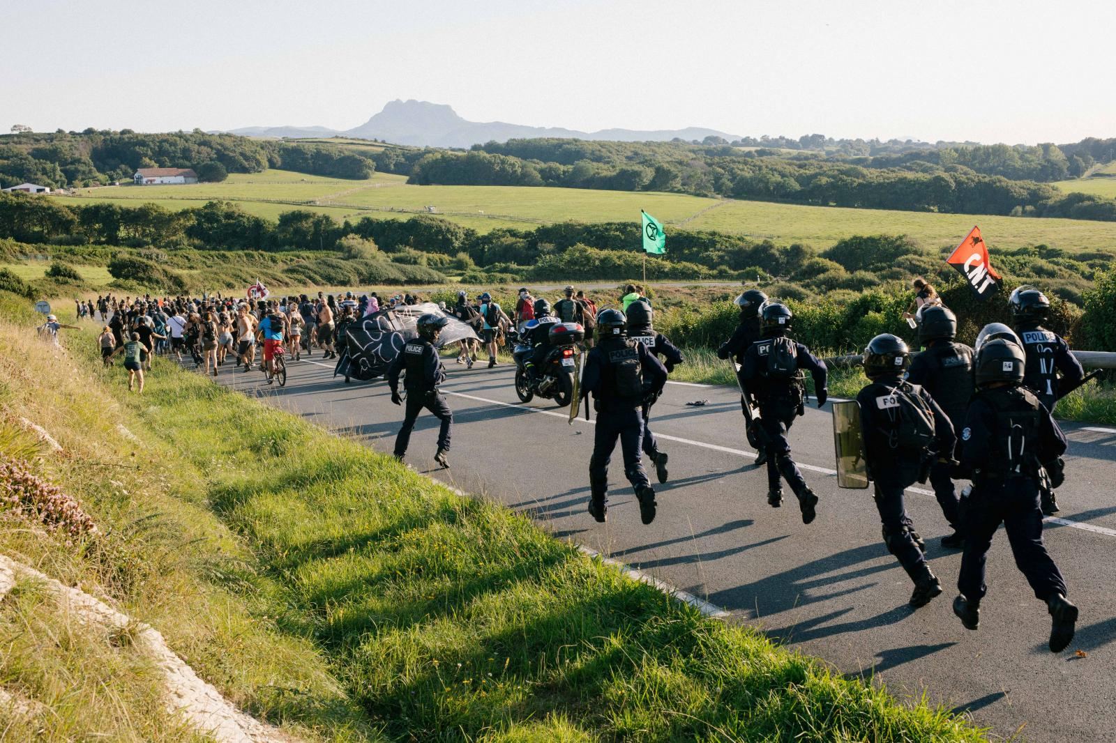 2019-08-23 - Spontaneous demonstration from the protest camp heading towards highway near Urrugne.