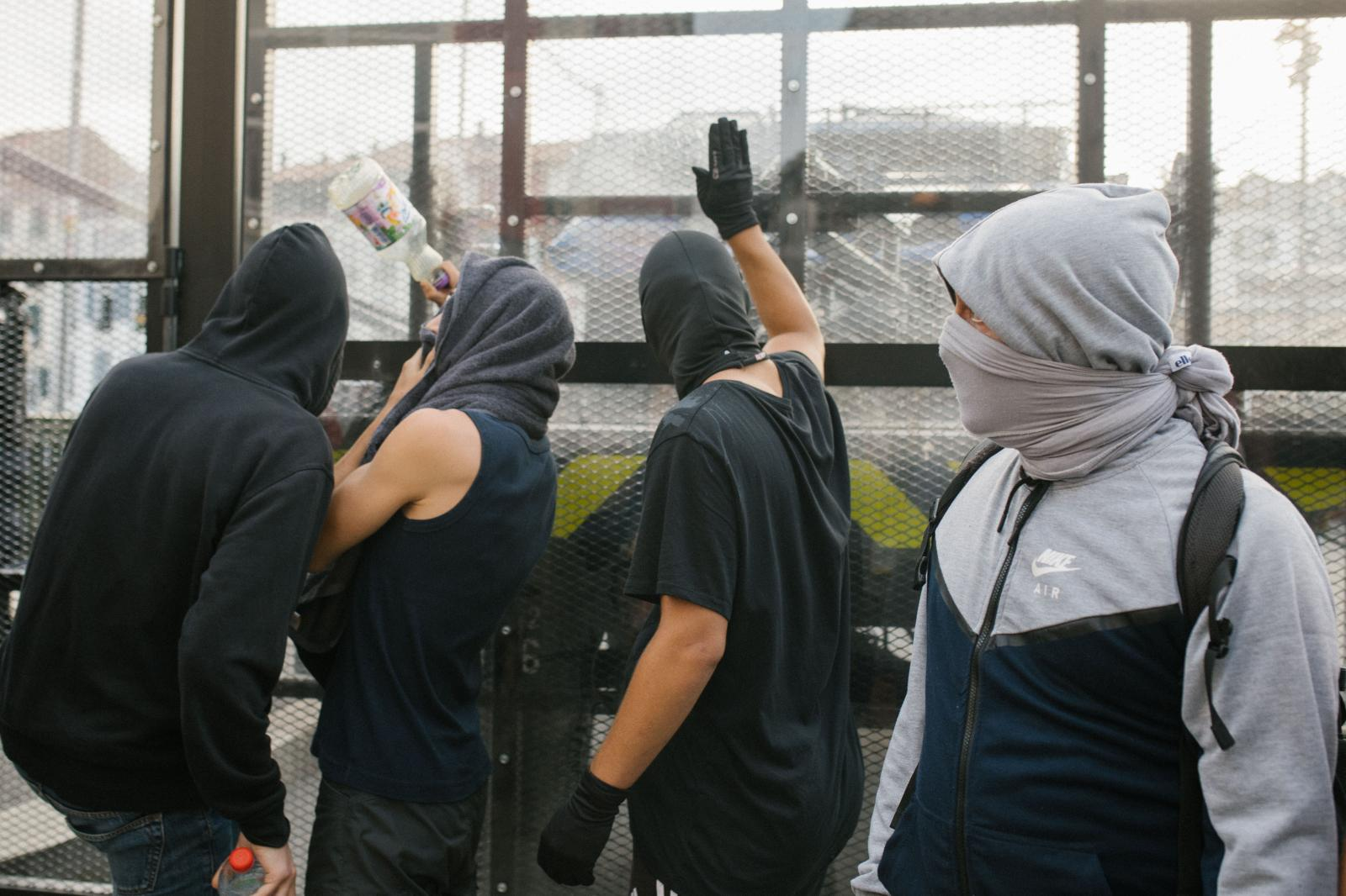 2019-08-24 - Activists bang against mobile fence set up on a bridge to Bayonne city center.
