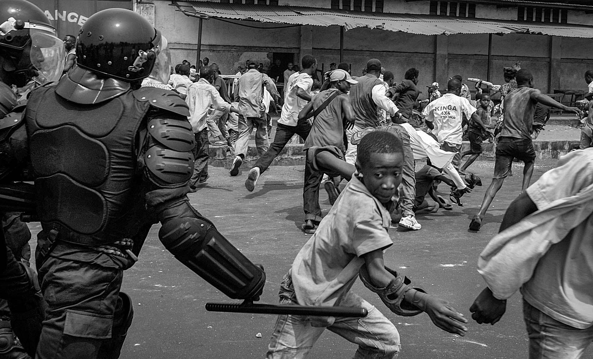 Riot police advance to UDPS protesters in Kinshasa, DR Congo.