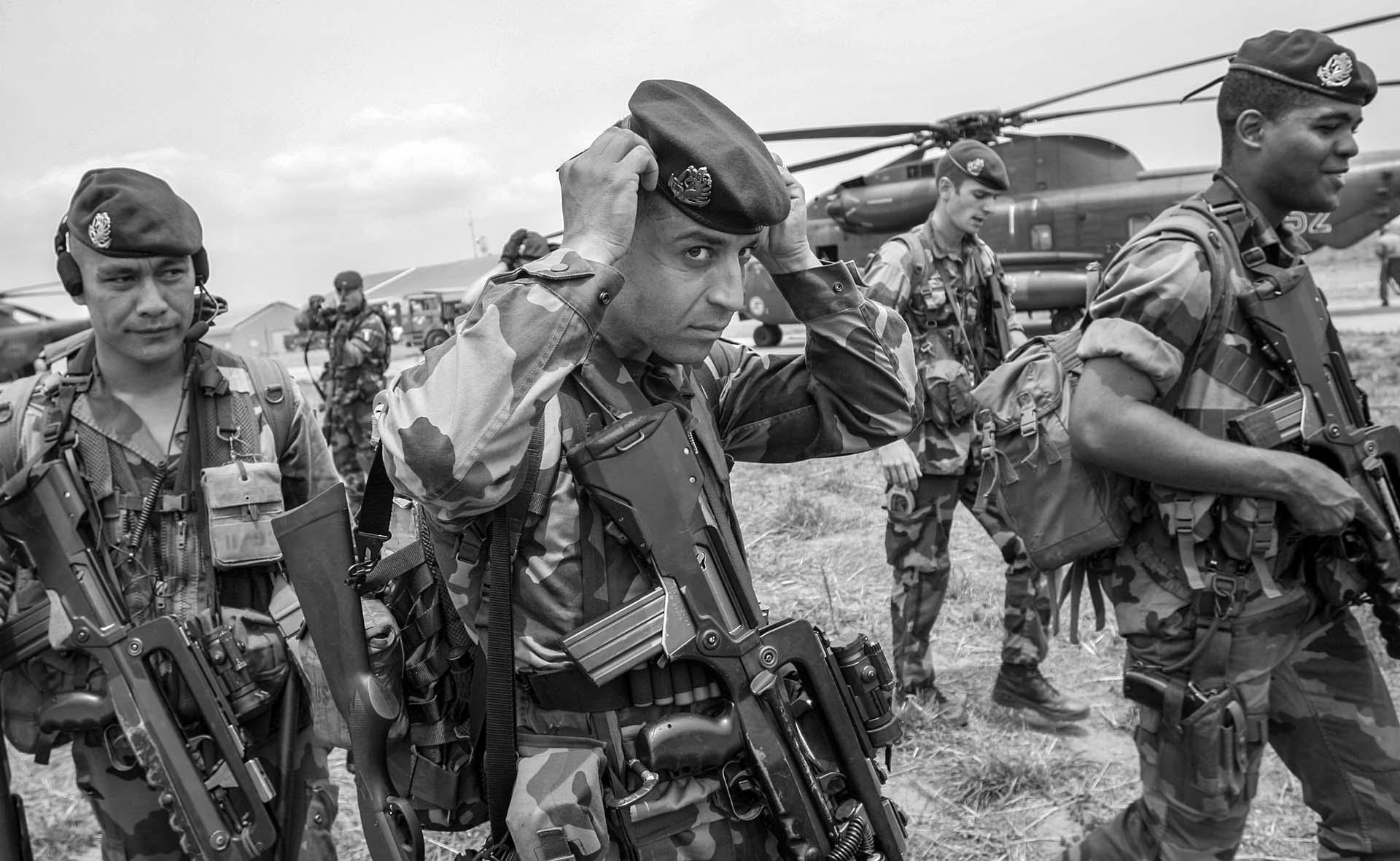 French paratroopers arrive in Kinshasa, DR Congo, ahead of the runoff of the  presidential election.