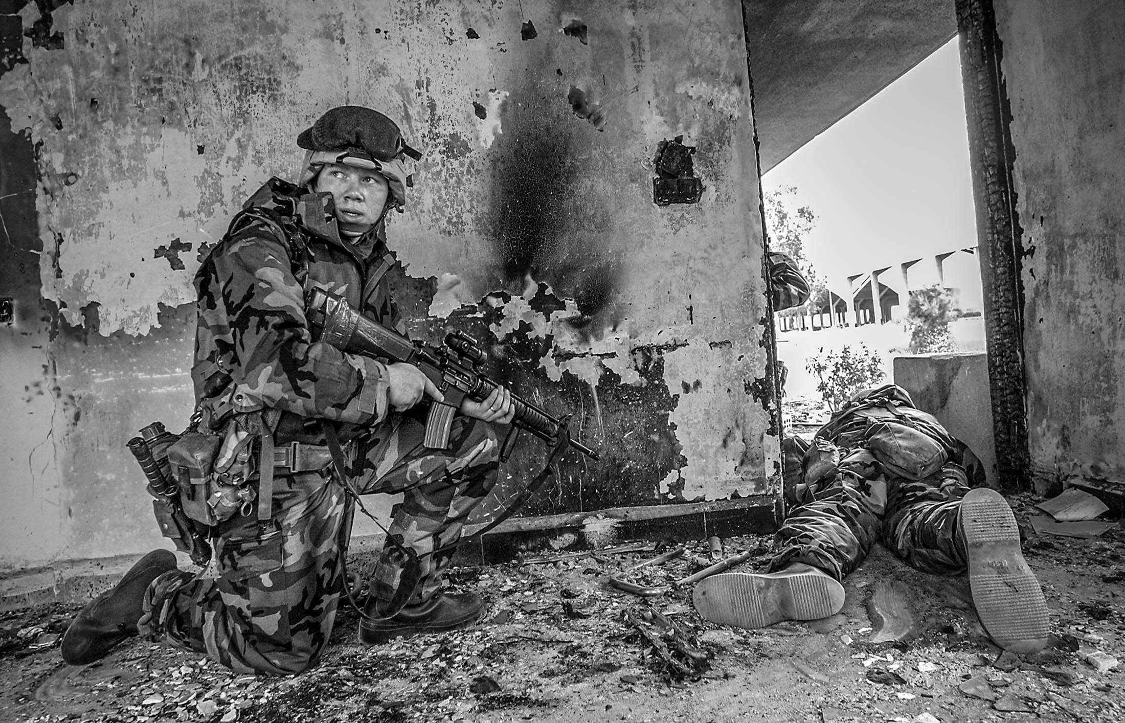 American soldiers try to secure the government cotton ginnery from remaining soldiers Saddam's Republican Guards and looters in Kirkuk, Northern Iraq.