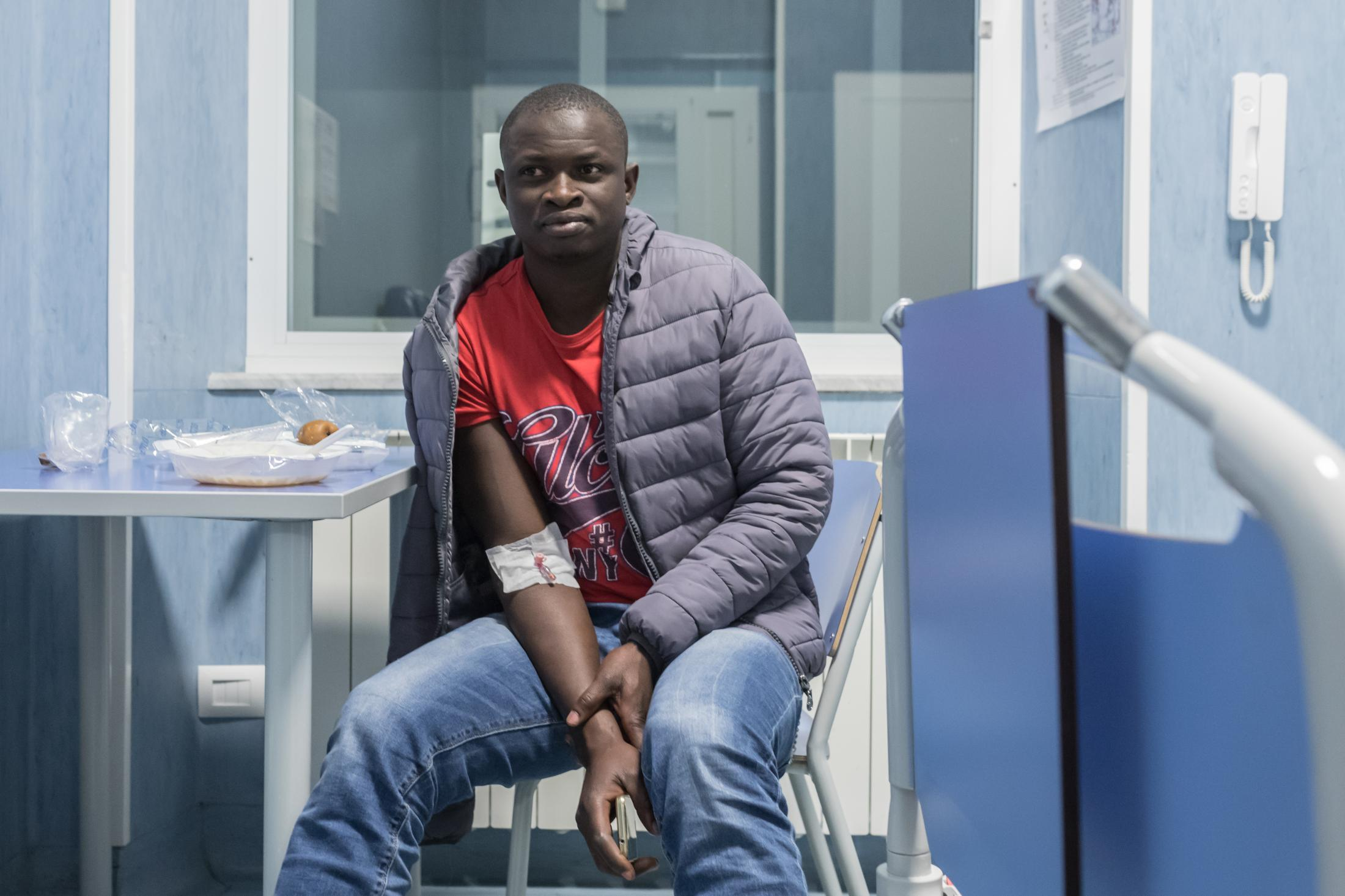 Healty cure in a pubblic hospital in Italy to a refugee waiting for humanitarian permiss