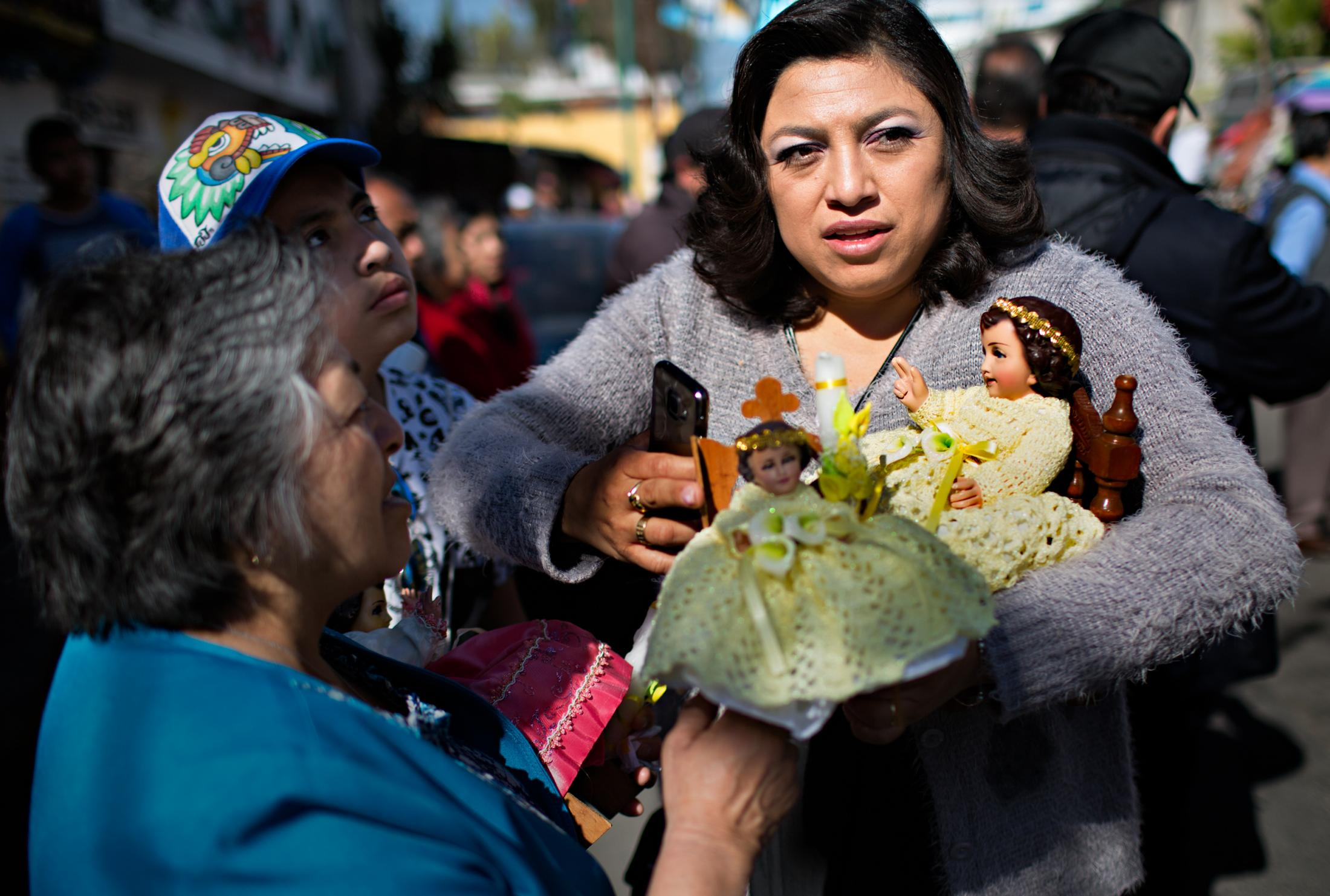 Niñopa and various replicas may be purchased in religious markets through Mexico City. It is a sign of faith to protect and hold Baby Jesus.