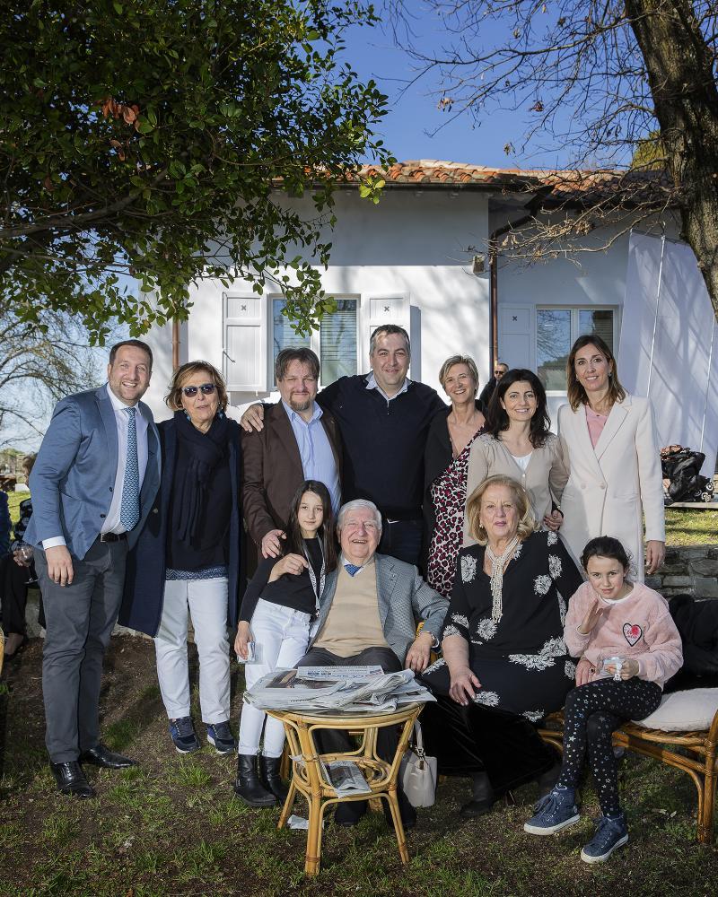 Gruppo di famiglia trigenerazionale