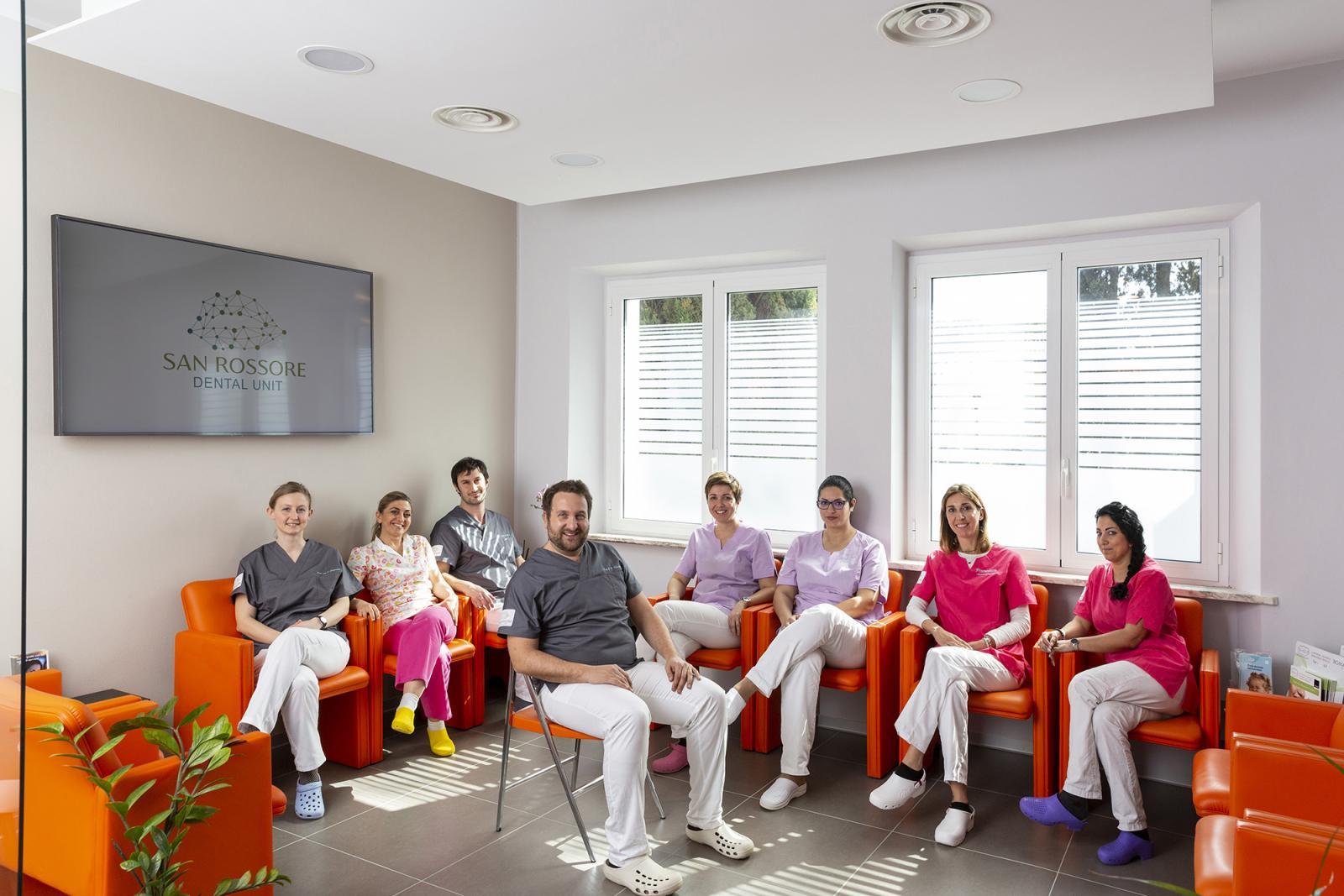 La squadra della San Rossore Dental Unit con il dott. Giovanni Menchini Fabris