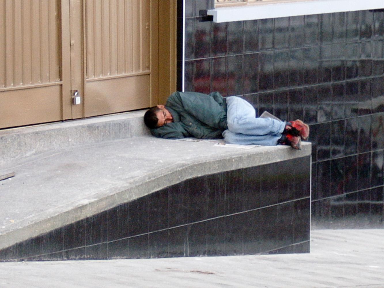 La frialdad de las personas. Él está solo, muy triste y abandonado. Yo a veces me siento como él.