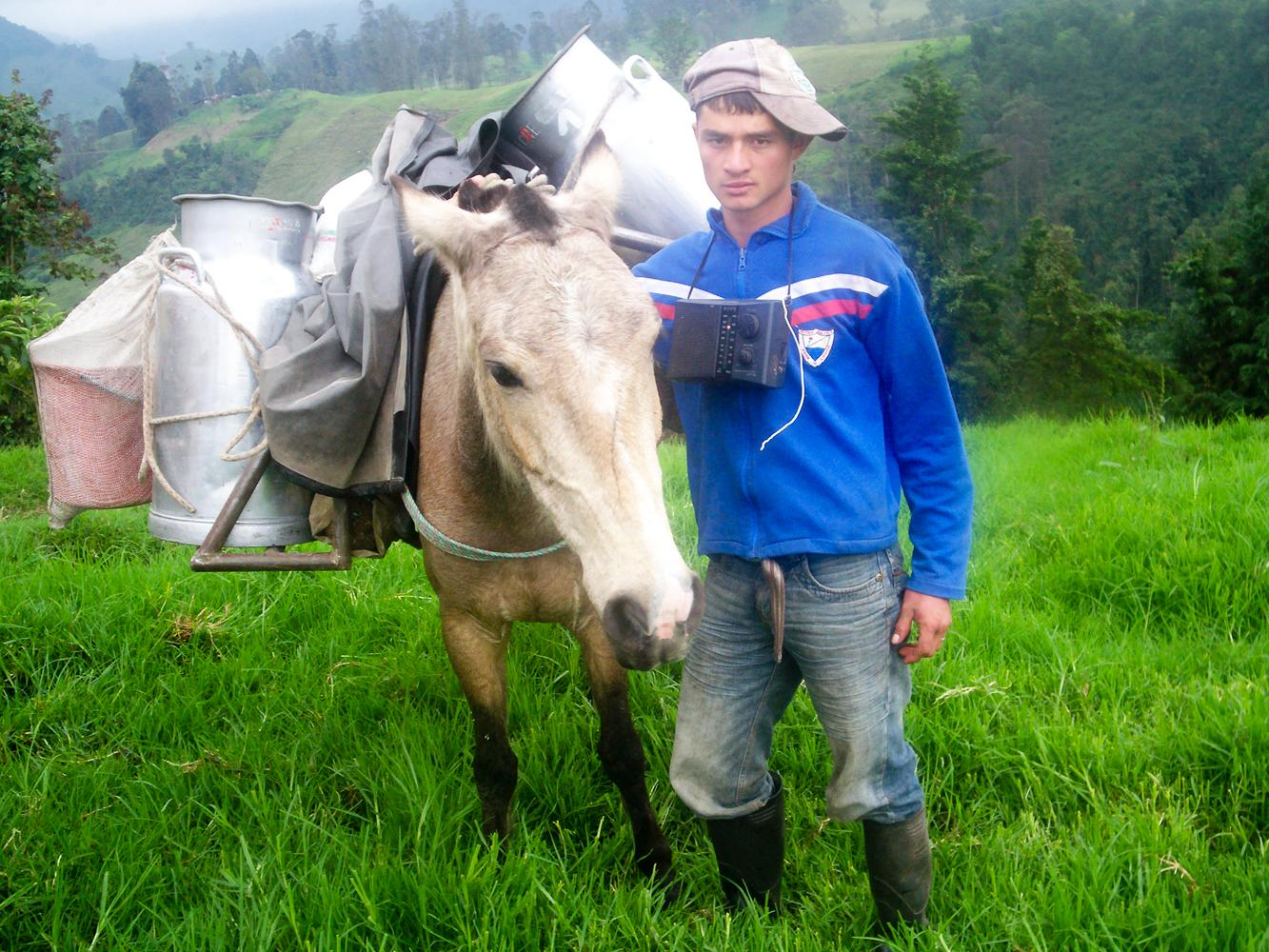 El trabajo en el campo requiere de mucho empeño y cariño. El trabajo de la tierra requiere de la dedicación de todos los de la familia, además se trabaja de la mano con los animales.