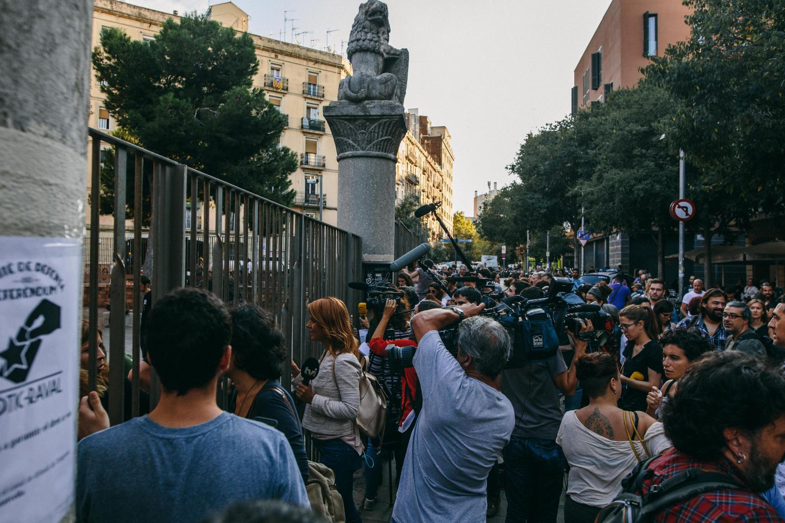 Media gather in front of the first school occupied to be a polling station in Barcelona. September 29th, 2017