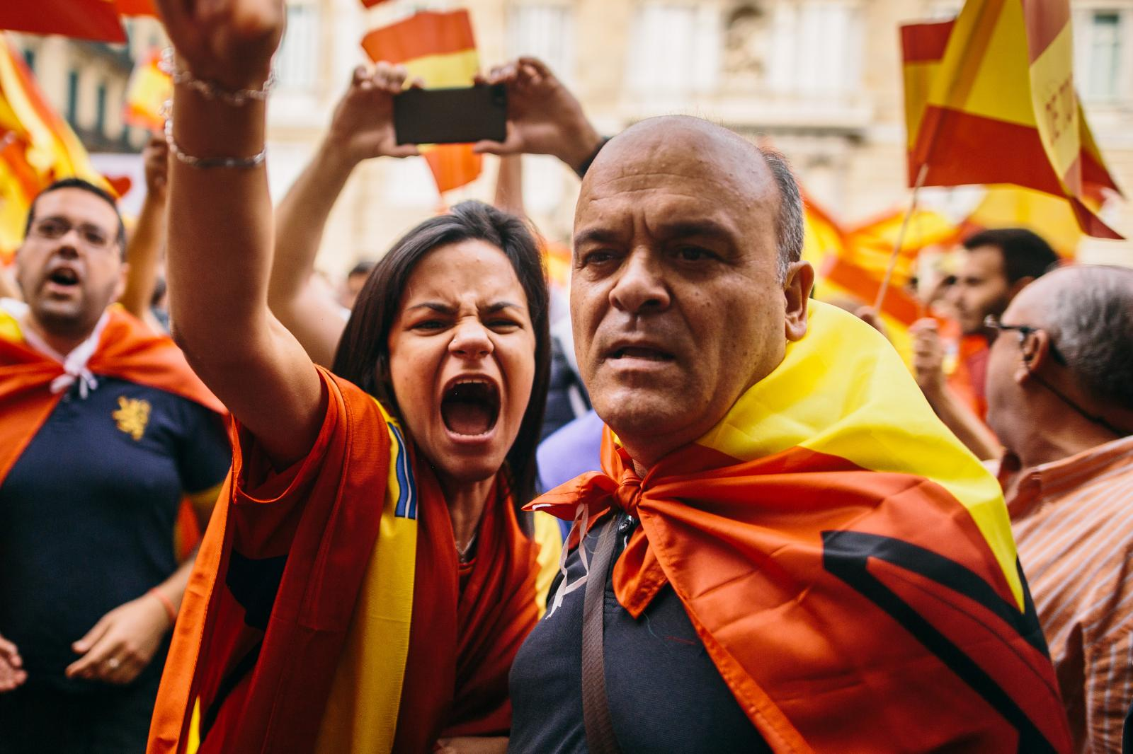 Pro-spanish protesters shout at a man walking by, chanting Independence slogans. September 30th, 2017