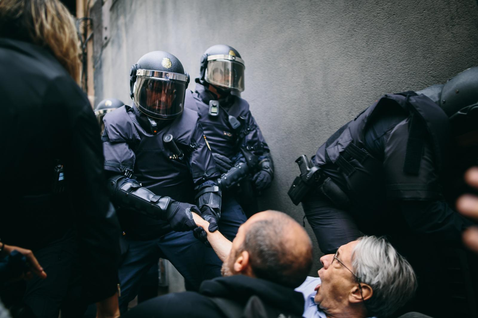 Police evict a sit-in in front of school that attempts to hinder them from confiscating ballot boxes. October 1st, 2017