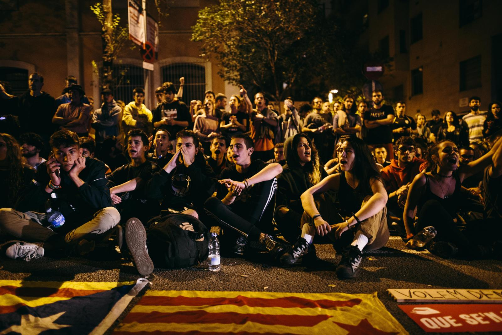 Youths do a sit-in in front a Spanish police station. October 2nd, 2017