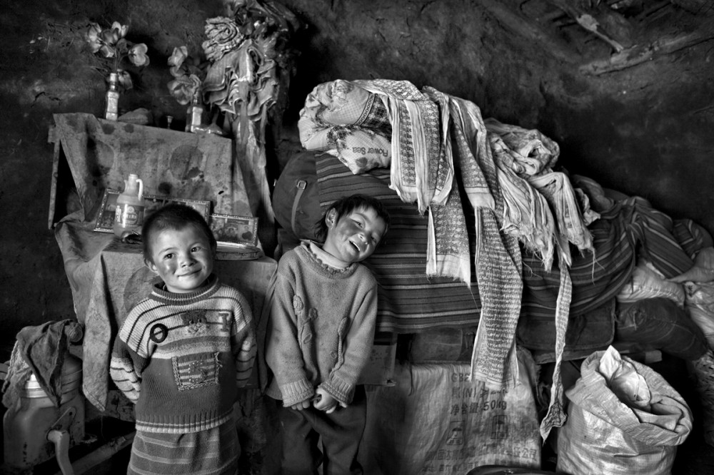 Art and Documentary Photography - Loading Larry_LOUIE_Vanishing-Faces-of-Tibet_Tibet_20079_16.jpg
