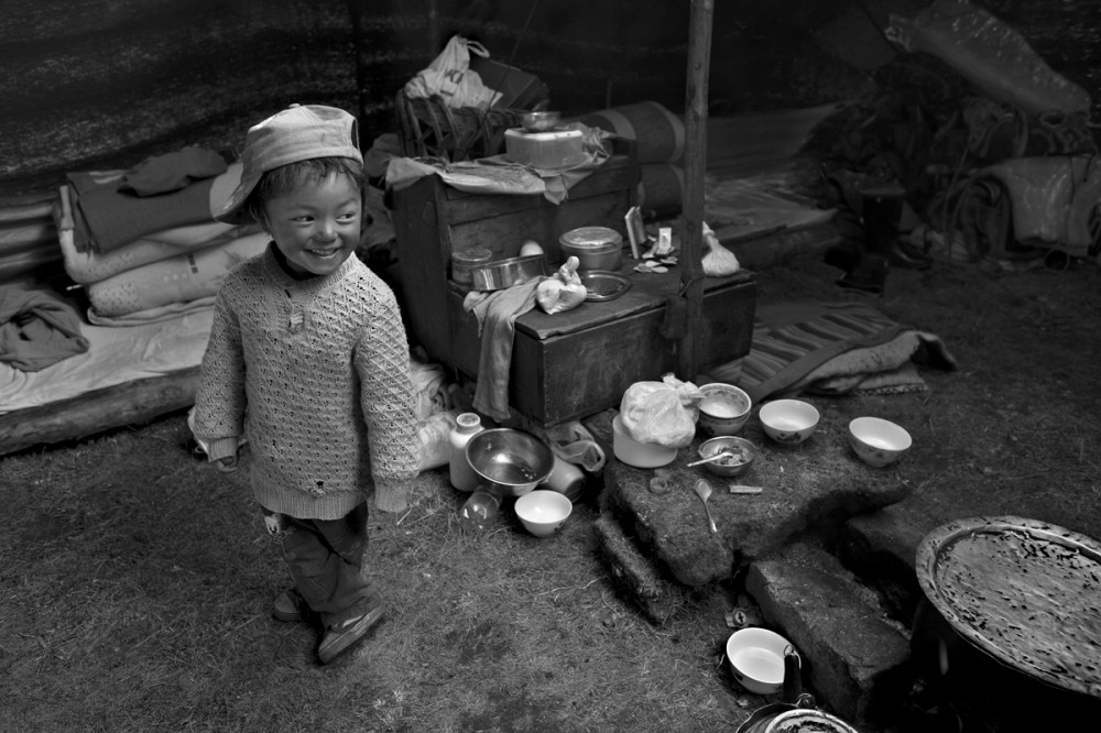 Art and Documentary Photography - Loading Larry_LOUIE_Vanishing-Faces-of-Tibet_Tibet_20079_17.jpg