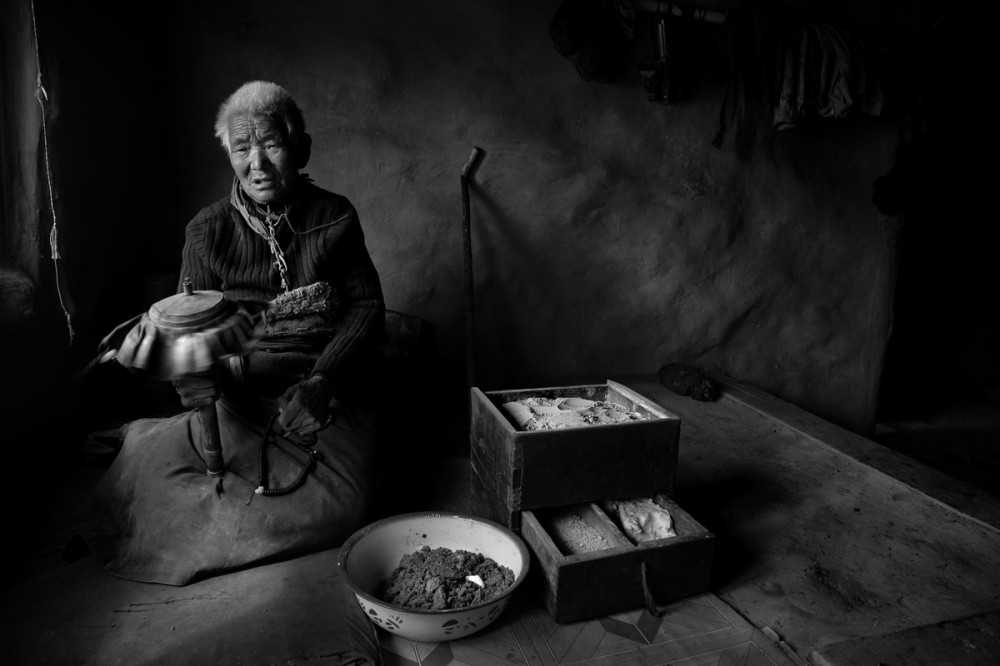 Art and Documentary Photography - Loading Larry_LOUIE_Vanishing-Faces-of-Tibet_Tibet_20079_21.jpg