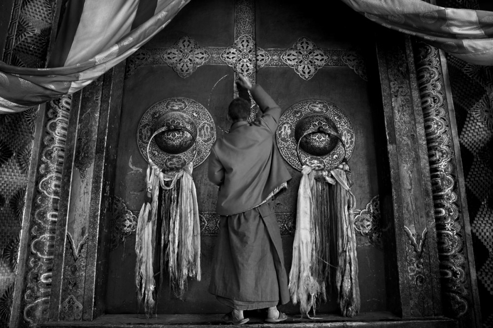 Art and Documentary Photography - Loading Larry_LOUIE_Vanishing-Faces-of-Tibet_Tibet_20079_30.jpg