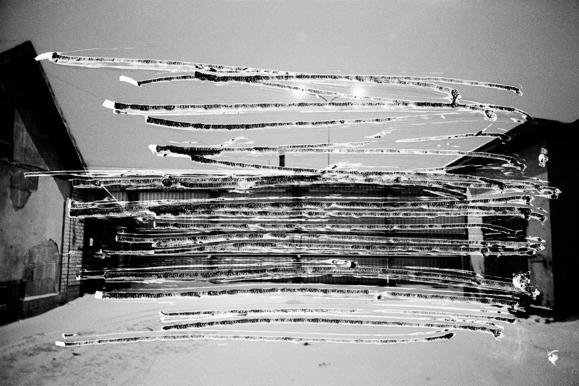 Before 1991, when Latvia was part of the USSR, approximately 300 inmates were held in this juvenile detention centre located in the small town of Cēsis, 80 km northwest of the capital, Riga. Today, 39 prisoners do their time here, without any change in the area in use. At the request of the administration, I had to scratch out with a knife this part of the wall, though this view is from outside of the prison and does not represent a security risk. Avant 1991, alors que la Lettonie faisait partie de l'URSS, environ 300 détenus étaient incarcérés dans ce centre de détention pour mineurs (Cēsu Audzināšanas Iestādes Nepilngadīgajiem) situé dans la petite ville de Cēsis, à 80 km au nord-est de la capitale Riga. Aujourd'hui, 39 prisonniers y purgent leur peine, sans que la surface occupée auparavant n'ait été modifiée. Le centre a été rénové entre 2011 et 2012 grâce à des fonds de l'union européenne et de la Norvège. A la demande de l'administration, j'ai dû gratter au couteau ce pan du mur, vu pourtant depuis l'extérieur de la prison, ne représentant aucun risque pour la sécurité. © Jérémie Jung