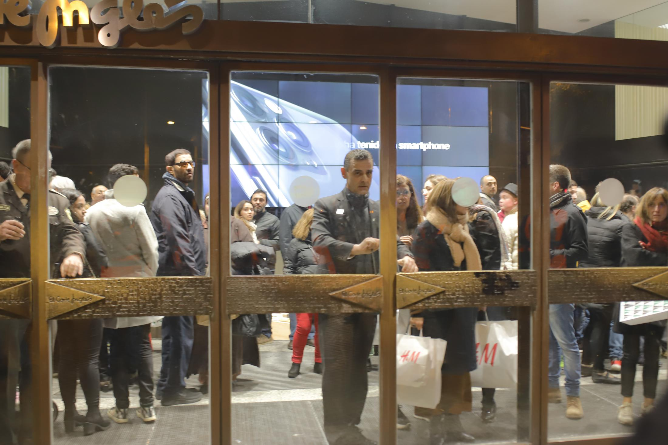 Employees and clients of Les Corte Engles lock themselves inside the building while the protesters advance towards Urquinaona. Hundreds took to the streets for successive nights with anger over the jailed people. Demonstrators torching more than 1,000 trash containers, destroying street furniture and throwing rocks at police. October 2019, Barcelona, Spain.