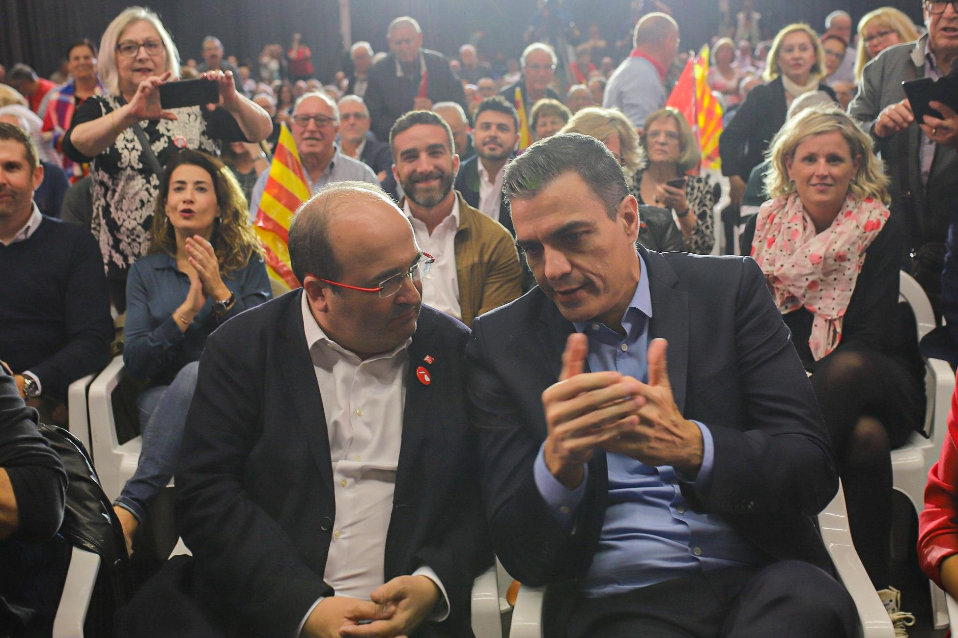 """Prime Minister Pedro Sánchez met Miquel Iceta, first secretary of the Party of Socialists of Catalonia and warns Catalan regional president Quim Torra to do not to cross """"the border of law"""", to condemn the ongoing violence in the region. """"The state will always be the guarantor of those who exercises their right to demonstrate peacefully. Violent groups will not achieve their purpose. The only hope of the violent is that we make mistakes. They want us exalted and divided so that we fall into their provocations. They owe us to find firm, serene and united"""" . October 2019, Viladecans, Spain."""