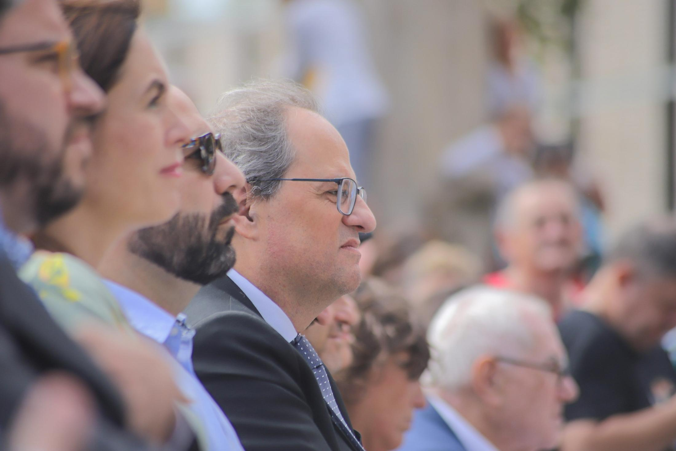 """The president of the Generalitat, Quim Torra, calls the president of the Government, Pedro Sánchez, who has not answered his call. Then he declared: """"I make a call for calm and serenity. We have always condemned and will condemn the violence. This has to stop right now. There is no reason to burn cars and commit vandalism. We cannot allow groups of provocateurs and infiltrators to break the image of serenity. It is normal and good that we protest for an unfair and aberrant sentence. The Marches for freedom are a magnificent example. On October 1 we defeated the State without destroying anything. Independence builds, does not destroy. Serenity, determination, civility and nonviolence """", has demanded and has been criticized by the youth . September 2019 Barcelona, Spain."""
