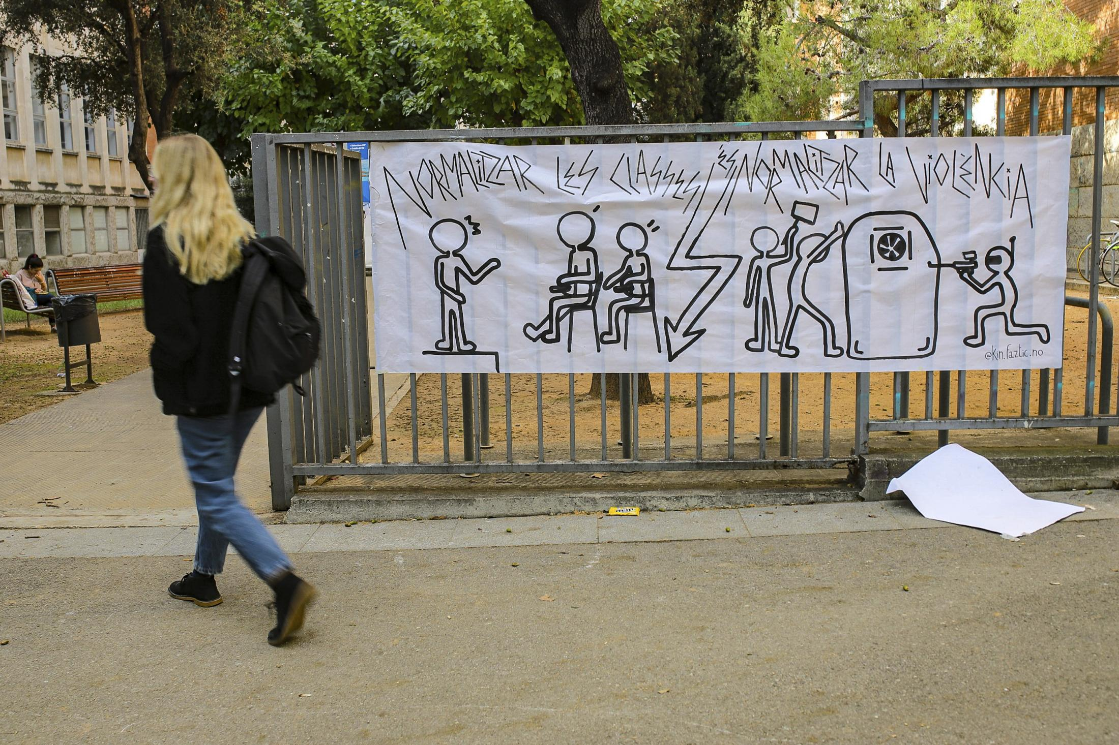 """Arran and SEPC have called for the resignation of the whole government of Catalonia, because, in their opinion, it is """"a shame for the Catalan people"""", """"they repress popular independence"""" and their """"only effective policies have been the execution of evictions. October 2019, Barcelona, Spain."""
