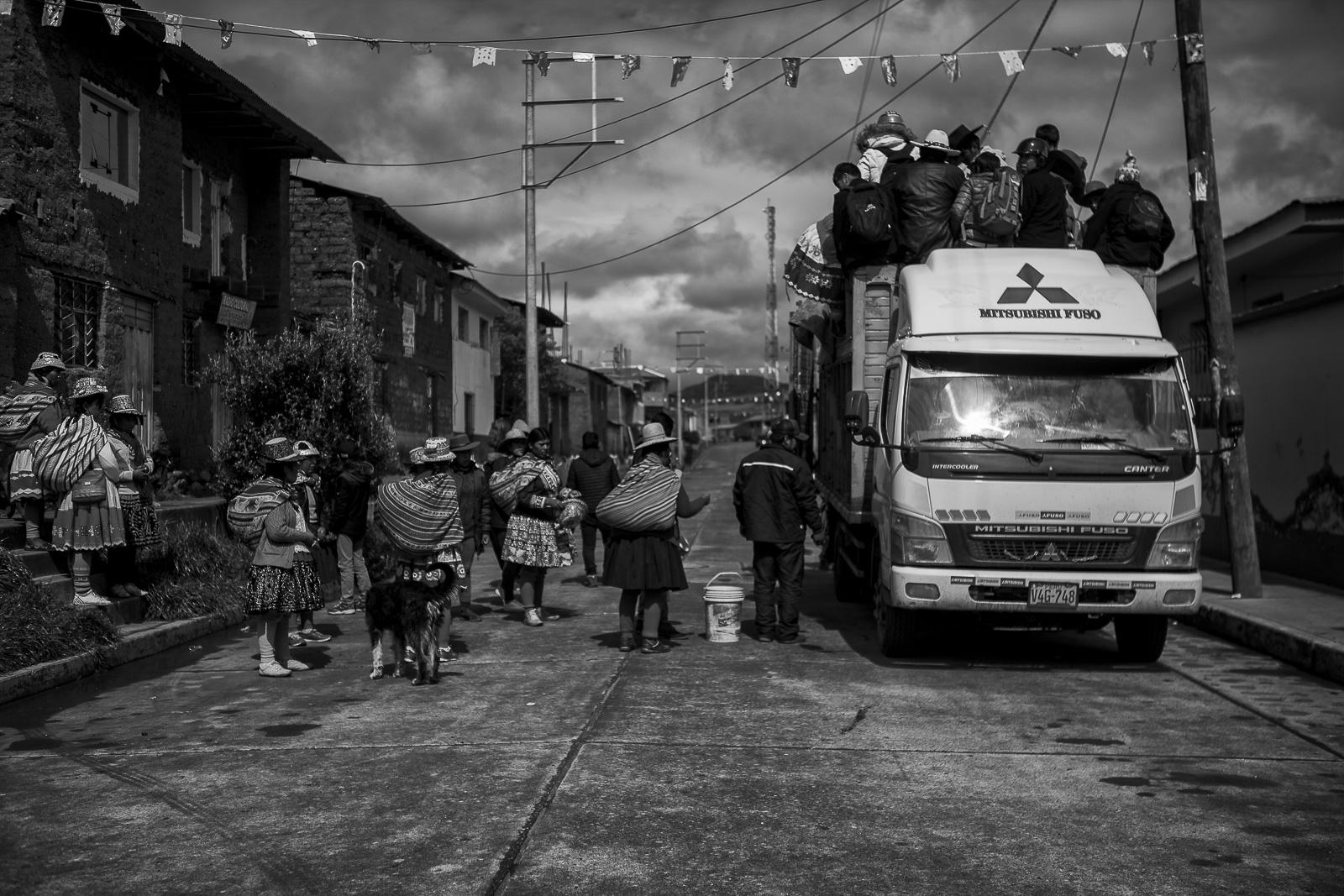 In Checca, people get ready for the ritual. They take big trucks to reach the Pampa of Chiriaje.