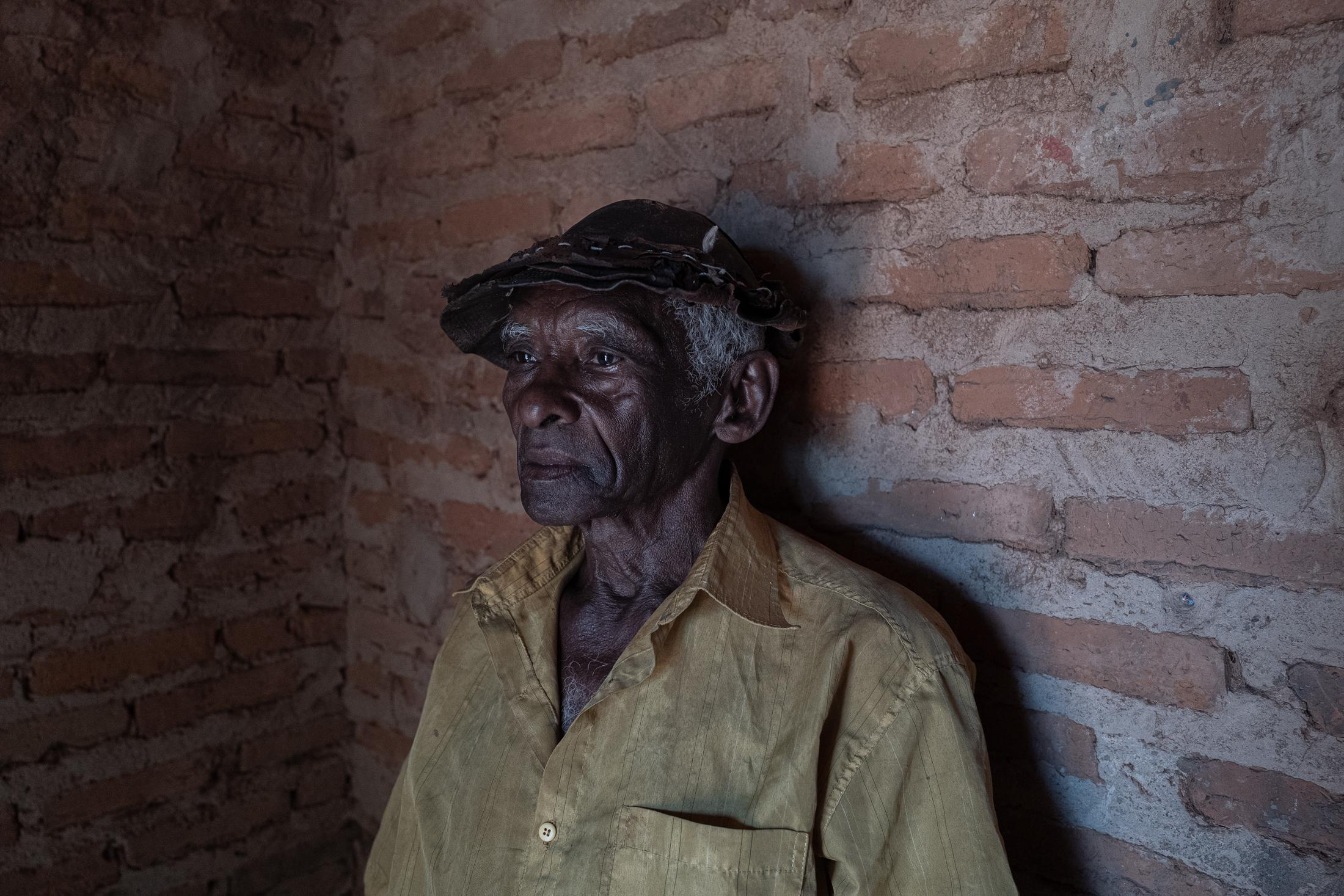 """José Rodrigues dos Santos, o """"Zé Capenga"""". He lives only with his wife. Their children and grandchildren left the territory in search of better opportunities."""