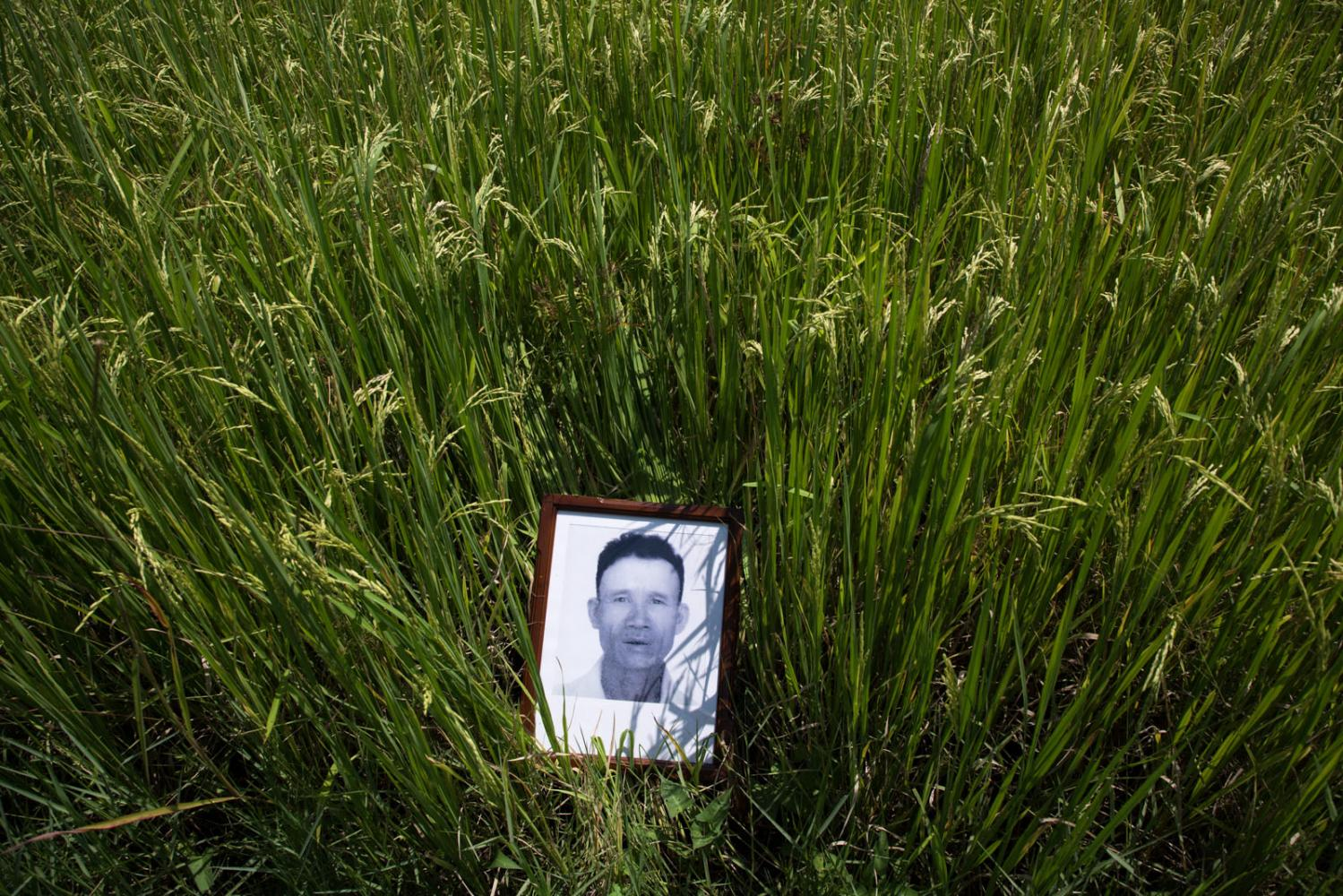 Nuan Daotad, Chairperson of Ban Sansaimoon Peasant Federation, Chiang Mai, was shot dead on 9 May 1976. A former boy scout and member of the Social Action Party, Mr. Nuan was part of the committee to control paddy field fees at the District level and expose official corruption.